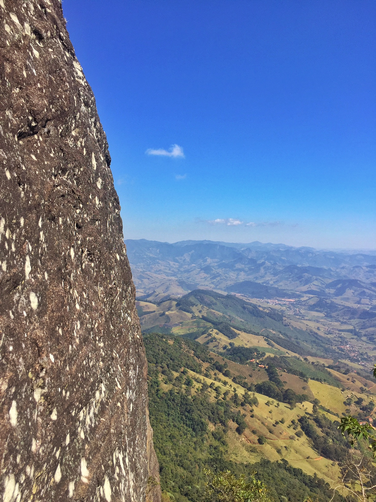 subir a Pedra do Baú